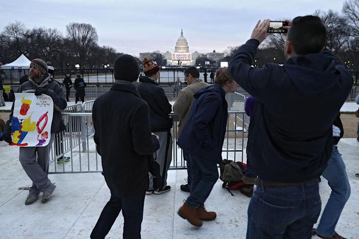 <p>People gather on the National Mall prior to Donald Trump's Presidential Inauguration on January 20, 2017 in Washington, DC. (Photo: Patrick Smith/Getty Images) </p>