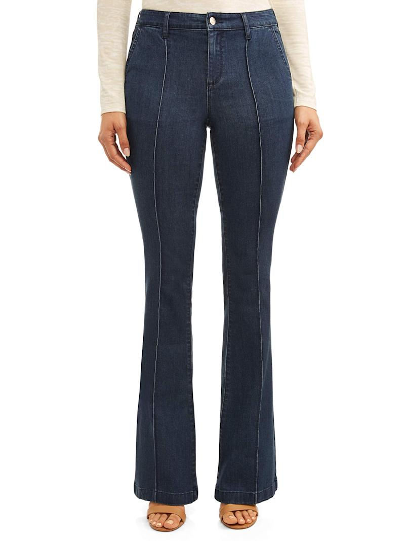 You can never go wrong with a flattering silhouette like flare jeans. (Photo: Walmart)