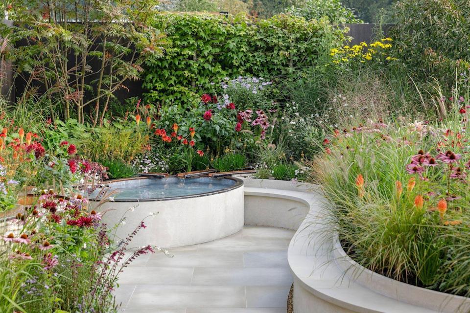 <p><strong>SANCTUARY GARDEN | Award: SILVER</strong></p><p>Designed by University of Oxford & Oxford University Hospitals NHS Foundation Trust, this garden is a tribute to the efforts of the thousands working in the NHS, not only nurses and doctors, but also physios, pharmacists, porters, technicians, and other unseen and unsung staff. 'Finding Our Way' is a space in which to reflect on the events of the pandemic.</p>