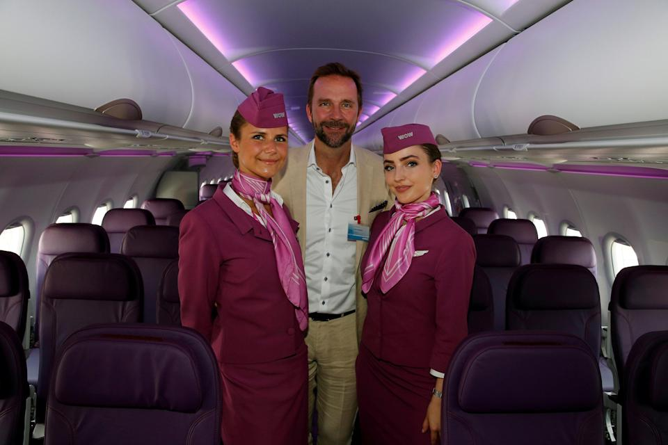 Skuli Mogensen, CEO of WOW air, poses with cabin crew members in 2017. Photo: REUTERS/Pascal Rossignol/File Photo