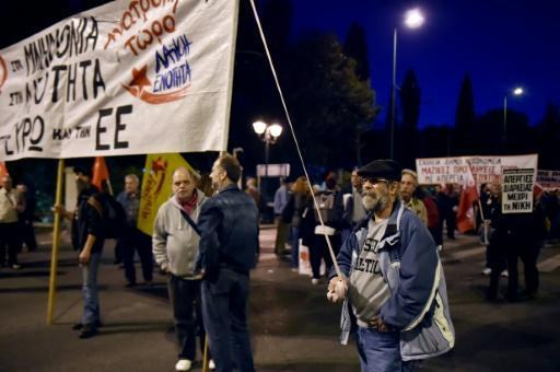 Eurozone ministers push for Greece bailout deal
