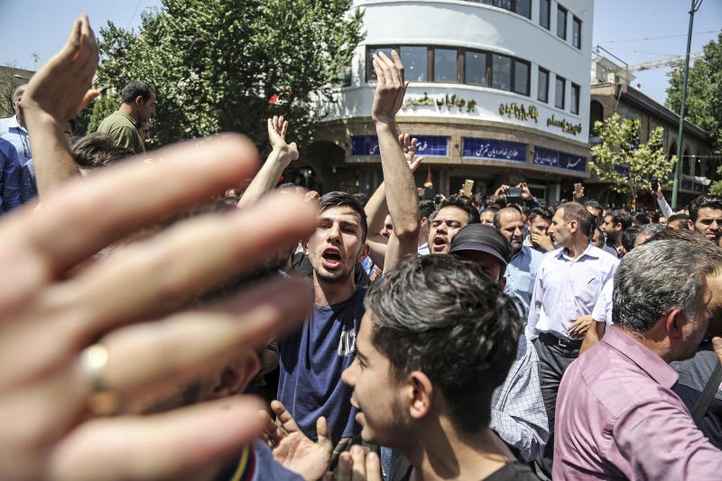 Iranians chant 'Death to Palestine' at economic protests in Tehran