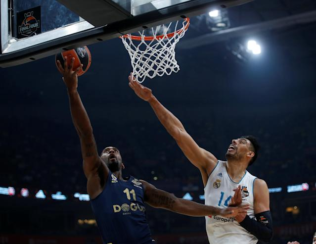 Basketball - Euroleague Final Four Final - Real Madrid vs Fenerbahce Dogus Istanbul - Stark Arena, Belgrade, Serbia - May 20, 2018 Fenerbahce Dogus Istanbul's Brad Wanamaker in action with Real Madrid's Gustavo Ayon REUTERS/Alkis Konstantinidis