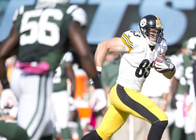 EAST RUTHERFORD, NJ - OCTOBER 13: Tight end Heath Miller #83 of the Pittsburgh Steelers catches a pass against the New York Jets on October 13, 2013 at MetLife Stadium in East Rutherford, New Jersey. (Photo by Mitchell Leff/Getty Images)