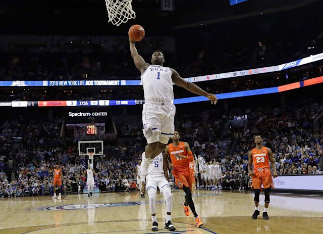 "<a class=""link rapid-noclick-resp"" href=""/ncaab/players/147096/"" data-ylk=""slk:Zion Williamson"">Zion Williamson</a> had a monster first half with multiple big dunks in his return to the court vs. Syracuse. (AP)"