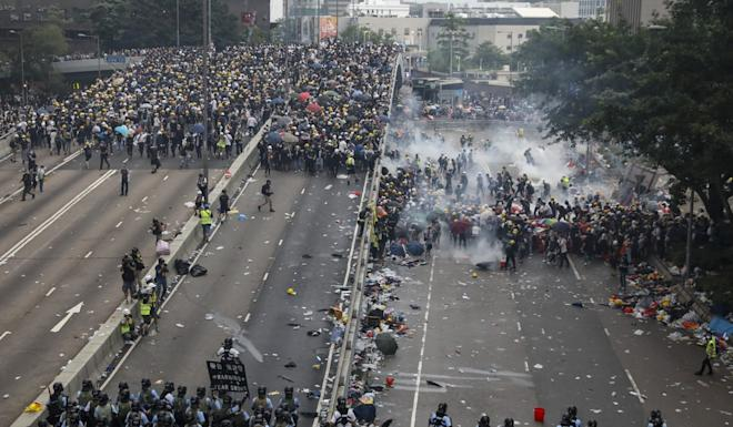 Police fire tear gas at demonstrators in Admiralty during an extradition bill protest on June 12. Photo: K Y Cheng