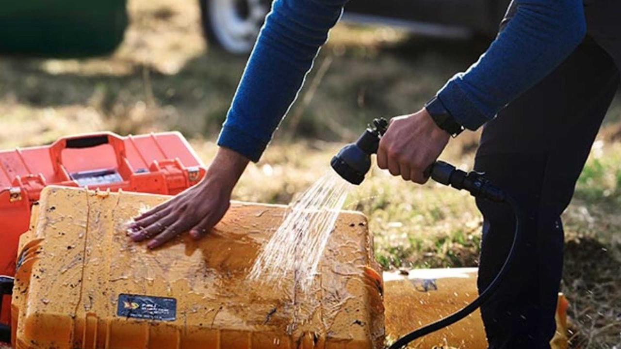 """<p><strong>£262</strong></p> <p>Knowing buyers will get their Defenders dirty (at least, the company hopes), the £262 portable rinse system delivers two minutes of continuous water flow through an attachable hose. It's designed for use outside of the vehicle. No need for batteries or external power, the system simply uses water pressure captured when filling the tap and an integrated hand pump.</p><h2>The lovely Land Rover Defender:</h2><ul><li><a href=""""https://uk.motor1.com/news/369830/2020-land-rover-defender-debut-new-frankfurt/?utm_campaign=yahoo-feed"""">2020 Land Rover Defender debuts with new tech, old charm</a></li><br><li><a href=""""https://uk.motor1.com/news/369957/land-rover-defender-pricing/?utm_campaign=yahoo-feed"""">New Land Rover Defender pricing announced</a></li><br></ul>"""