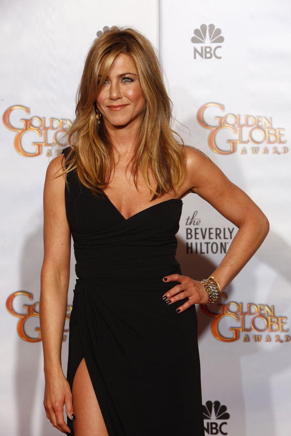 <p>Aniston doesn't pop in and out of the gym—she spends up to an hour and a half working out during each exercise session, Azubuike told Women's Health.</p>