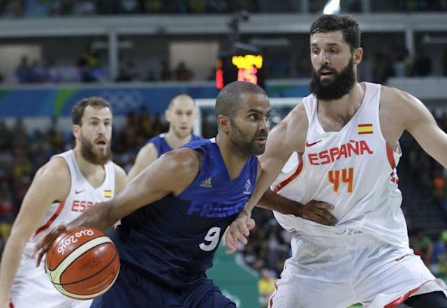 "France's <a class=""link rapid-noclick-resp"" href=""/nba/players/3527/"" data-ylk=""slk:Tony Parker"">Tony Parker</a> drives the ball around Spain's <a class=""link rapid-noclick-resp"" href=""/nba/players/4905/"" data-ylk=""slk:Nikola Mirotic"">Nikola Mirotic</a> during the quarterfinal round. (AP)"