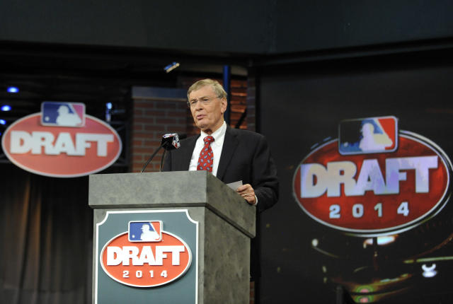 Baseball Commissioner Bud Selig announces the selections during the baseball draft Thursday, June 5, 2014, in Secaucus, N.J. (AP Photo/Bill Kostroun)