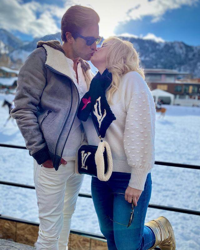<p>The pair spent Christmas and New Year's Eve in Aspen, Colorado, where they shared a sweet smooch against a snowy backdrop. </p>