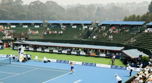 Smoky conditions at Melbourne's Kooyong Classic