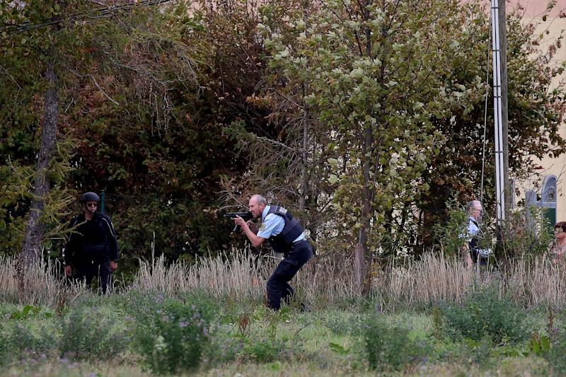 Police search the area between Wiedersdorf and Landsberg (AFP via Getty Images)