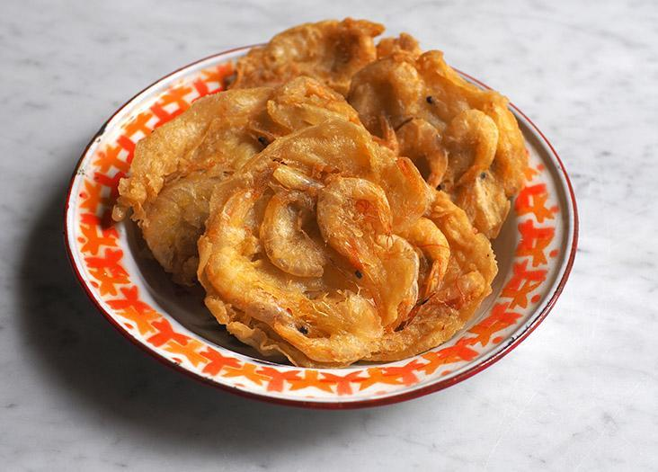 The stall also offers fried snacks like this prawn fritters that you can defrost and deep fry till it's golden brown.