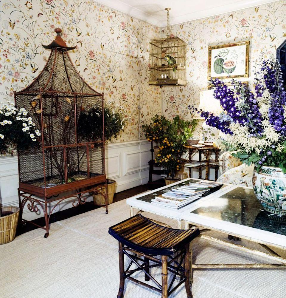 <p>For the flower room at Turville Grange, Lee Radziwill's home in England seen here in 1971, Renzo Mongiardino created a garden retreat complete with a floral- and bird-printed fabric on the walls.</p>