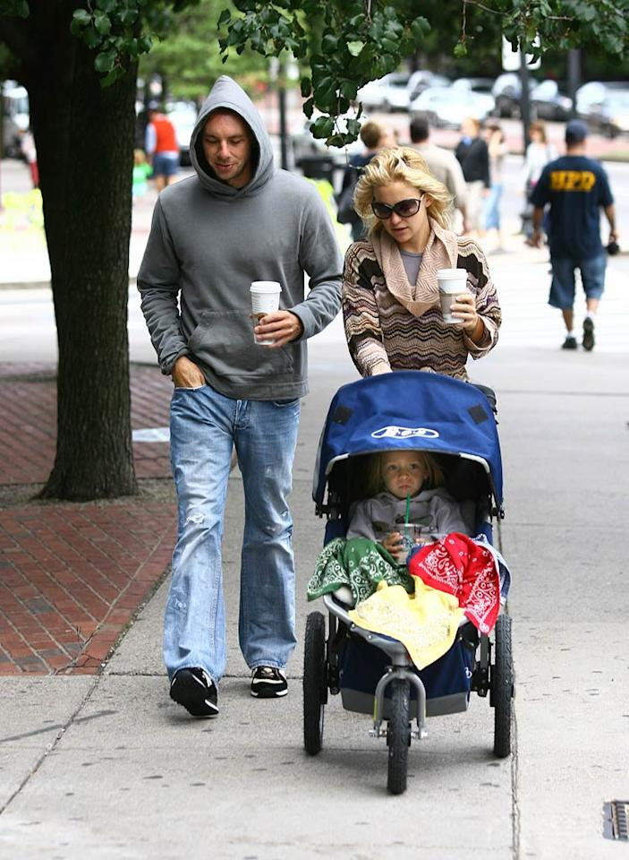 "Kate Hudson makes her way through the streets of Boston with son Ryder and new beau Dax Shepard. Ed Isabella and Brian Prahl/<a href=""http://www.splashnewsonline.com/"" target=""new"">Splash News</a> - August 18, 2007"