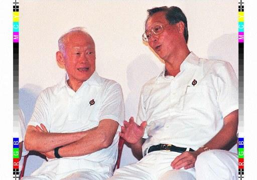 "INDONESIA, SINGAPORE : Singaporean Prime Minister Goh Chok Tong (R) talks to Senior Minister Lee Kuan Yew in Hougang Stadium late 26 December during the Peoples Action Party's first rally for the January 02 polls. Goh called for a ""clear signal"" from voters that they back his six-year track record . Roslan RAHMAN AFP PHOTO"