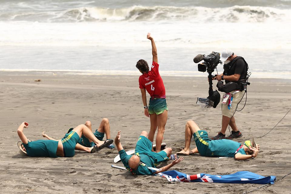 <p>Sally Fitzgibbons of Team Australia celebrates with coaching staff after winning her Women's Round 3 heat on day three of the Tokyo 2020 Olympic Games at Tsurigasaki Surfing Beach on July 26, 2021 in Ichinomiya, Chiba, Japan. (Photo by Ryan Pierse/Getty Images)</p>