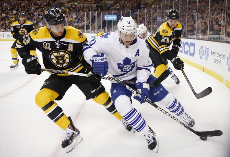 Toronto Maple Leafs' Jay McClement (11) battles Boston Bruins' Chris Kelly (23) for the puck in the first period of an NHL hockey game in Boston, Saturday, Nov. 9, 2013. (AP Photo/Michael Dwyer)