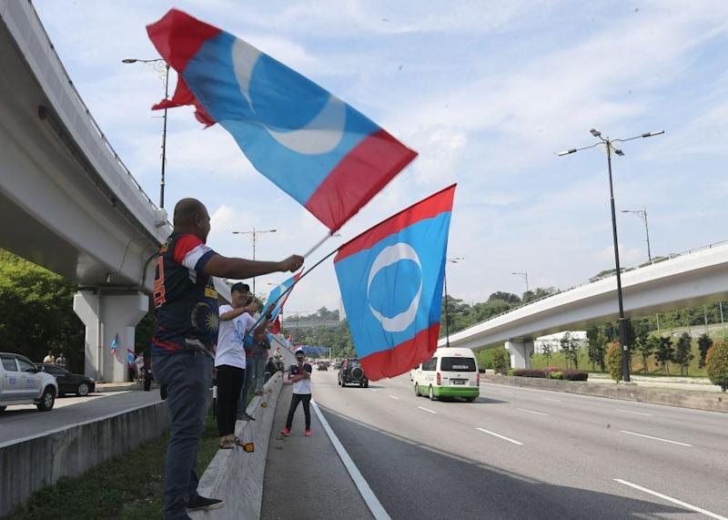 20 state PKR branches in a statement described as arrogant the move by the state leadership council to cancel the convention in protest against the withdrawal of party deputy president Datuk Seri Azmin Ali from opening the national Youth Convention. ― Picture by Razak Ghazali
