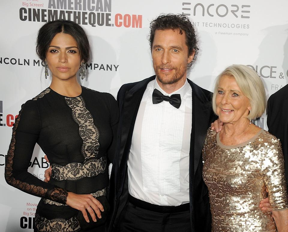 Matthew McConaughey with his wife Camila Alves and mother Kay McConaughey in 2014. (Photo: Gregg DeGuire via Getty Images)