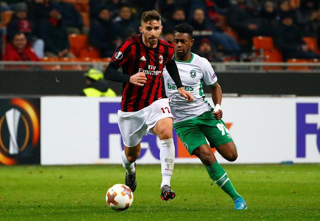 Soccer Football - Europa League Round of 32 Second Leg - AC Milan vs PFC Ludogorets Razgrad - San Siro, Milan, Italy - February 22, 2018 AC Milan's Fabio Borini in action with Ludogorets' Virgil Misidjan REUTERS/Tony Gentile