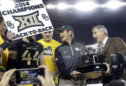 Baylor celebrates as Big 12 commissioner Bob Bowlsby (R) presents coach Art Briles with the trophy. (AP)
