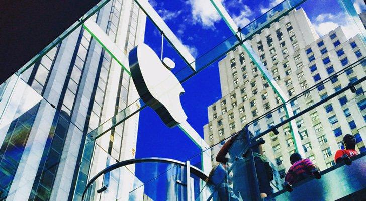 Apple Inc. (AAPL) Stock Gains Edge Market Cap to Trillion-Dollar Level