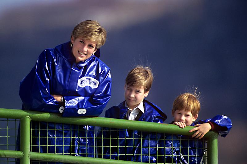 """Diana, The Princess Of Wales Takes Her Sons, Prince'S William, And Harry Out On The Boat """" Maid Of The Mist """" To View Niagara Falls. (Photo by Julian Parker/UK Press via Getty Images)"""
