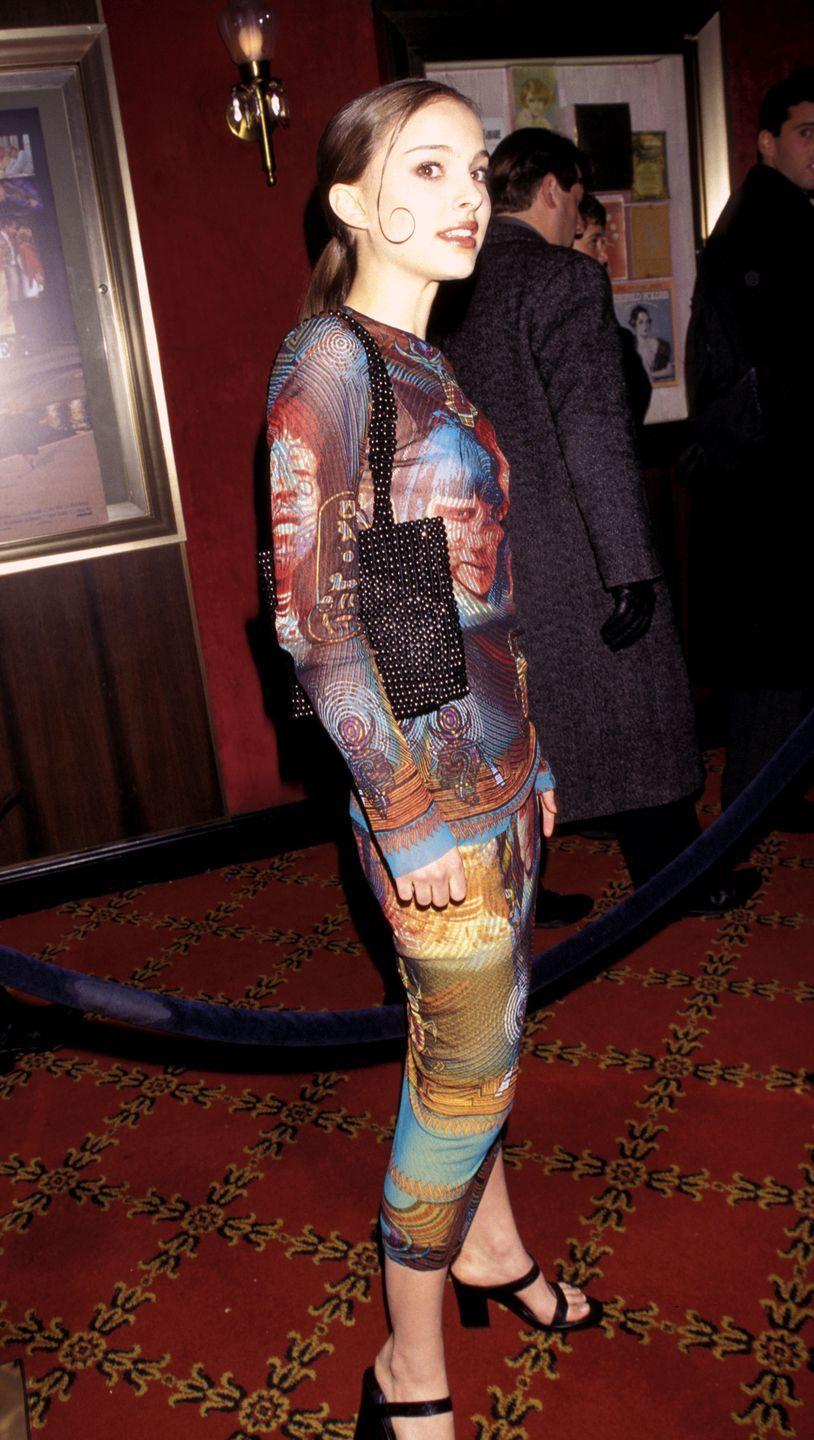 <p>Natalie and her one gelled curl attended a movie premiere in a graphic dress and beaded purse, which is actually SO on trend even today. </p>