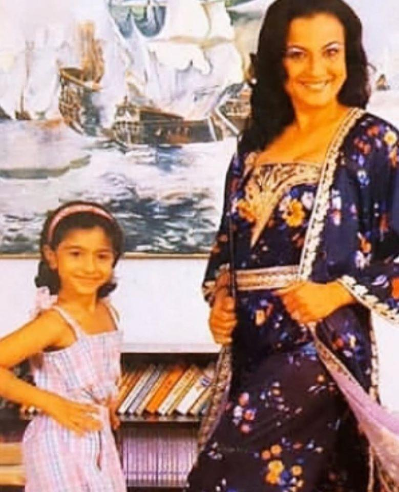 The younger of the two sisters posted a picture of her childhood with mother Tanuja by her side, both beaming at the camera.