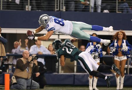 Dec 29, 2013; Arlington, TX, USA; Dallas Cowboys tight end Gavin Escobar (89) dives for the end zone in the second quarter against Philadelphia Eagles safety Nate Allen (29) at AT&T Stadium. Mandatory Credit: Matthew Emmons-USA TODAY Sports