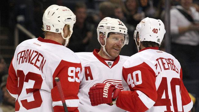 Daniel Alfredsson enjoys a practical, modular Swedish group hug.