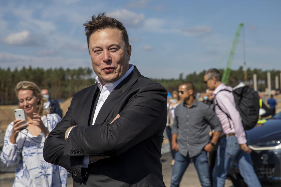 GRUENHEIDE, GERMANY - SEPTEMBER 03: Tesla head Elon Musk talks to the press as he arrives to to have a look at the construction site of the new Tesla Gigafactory near Berlin on September 03, 2020 near Gruenheide, Germany. Musk is currently in Germany where he met with vaccine maker CureVac on Tuesday, with which Tesla has a cooperation to build devices for producing RNA vaccines, as well as German Economy Minister Peter Altmaier yesterday. (Photo by Maja Hitij/Getty Images)