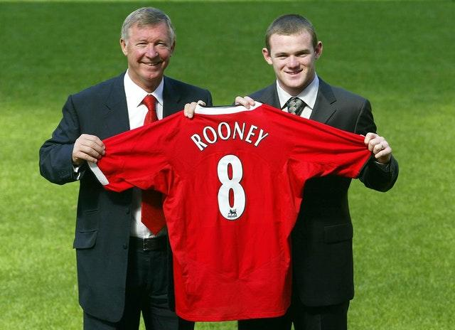 Wayne Rooney signs for Manchester United