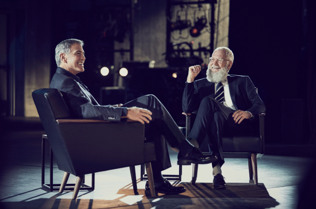 "Georgey Clooney and David Letterman chat on ""My Next Guest Needs No Introduction."" (Photo: Netflix)"