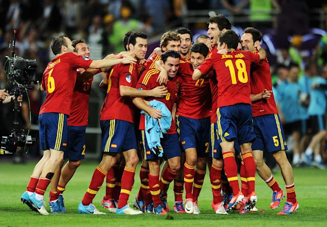KIEV, UKRAINE - JULY 01: Spain players celebrate victory after the UEFA EURO 2012 final match between Spain and Italy at the Olympic Stadium on July 1, 2012 in Kiev, Ukraine. (Photo by Jasper Juinen/Getty Images)