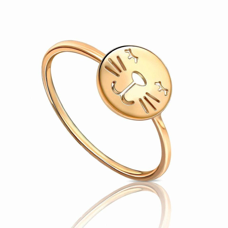 "<p>D'oro con gattino, <em>Whiskers</em> di <strong>Grace Fine Jewellery</strong>.</p><p><a class=""link rapid-noclick-resp"" href=""https://gracelee.com/collections/rings"" rel=""nofollow noopener"" target=""_blank"" data-ylk=""slk:ACQUISTA ORA"">ACQUISTA ORA</a></p>"