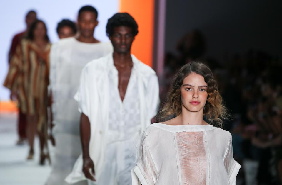 SAO PAULO, BRAZIL - OCTOBER 18: Models walk the runway during Handred show during SPFW N48 - Day 4 at Pavilhao das Culturas Brasileiras on October 18, 2019 in Sao Paulo, Brazil. (Photo by Alexandre Schneider/Getty Images)