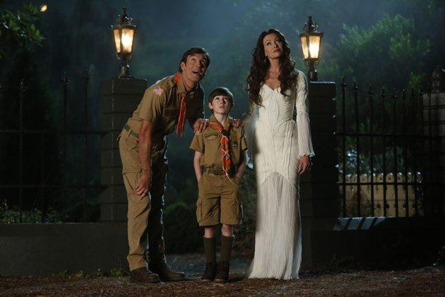 """Jerry O'Connell as Herman, Mason Cook as Eddie, and Portia de Rossi as Lily in NBC's """"Mockingbird Lane."""""""