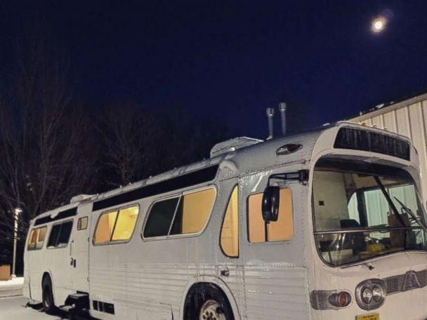 PHOTO: The converted RV can comfortably sleep up to four people. (Courtesy Jessie Lipskin/@Thebustinyhome)