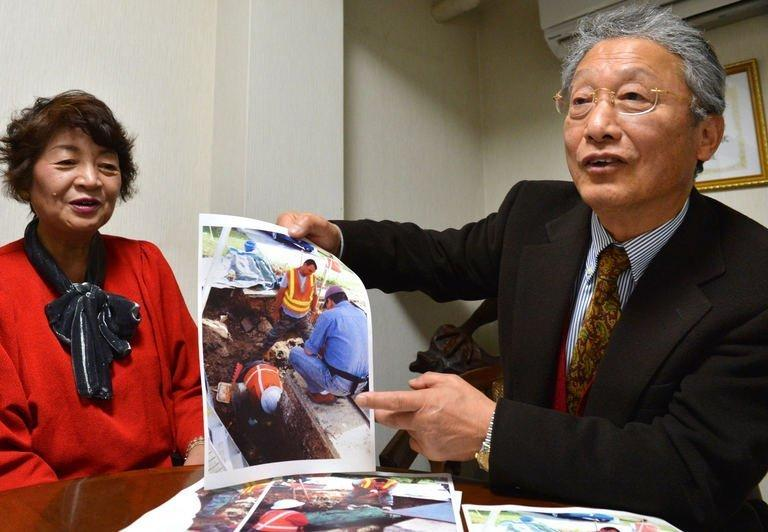 Heitaro Matsumoto (R) and Sumiko Naito, volunteers who work to repatriate soldiers, are pictured on February 5, 2013