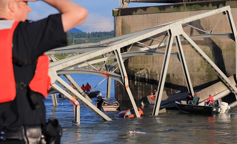 In this photo provided by Francisco Rodriguez, rescue boats approach victims at their vehicles in the Skagit River after the collapse of the Interstate 5 bridge there minutes earlier Thursday, May 23, 2013, in Mount Vernon, Wash. (AP Photo/Francisco Rodriguez)