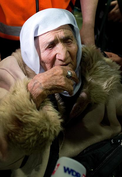 107-year-old Syrian Sabria Khalaf arrives at the airport in Duesseldorf, Germany, Monday, March 17, 2014. The woman who fled the conflict in Syria has been reunited with her family in Germany. German officials say Khalaf arrived from Greece where she had originally applied for asylum. (AP Photo/dpa, Federico Gambarini) AUSTRIA OUT SWITZERLAND OUT GERMANY OUT