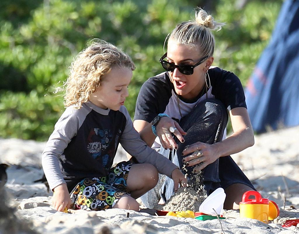 December 27, 2012: Bronx Wentz and mother Ashlee Simpson hit the beach and build sand castles together in Hawaii. Ashlee is with her family in Hawaii for the Christmas holiday.