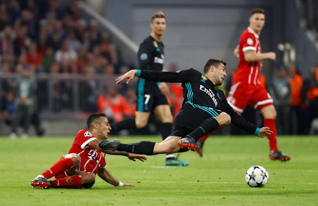 Soccer Football - Champions League Semi Final First Leg - Bayern Munich vs Real Madrid - Allianz Arena, Munich, Germany - April 25, 2018 Real Madrid's Mateo Kovacic in action with Bayern Munich's Thiago Alcantara REUTERS/Kai Pfaffenbach