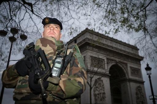 Hollande sets out fightback against IS after Paris attacks