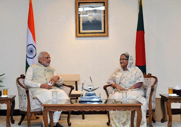 Indian Prime Minister Narendra Modi (left) and his Bangladeshi counterpart Sheikh Hasina hold talks in Dhaka, on June 6, 2015 (AFP Photo/)