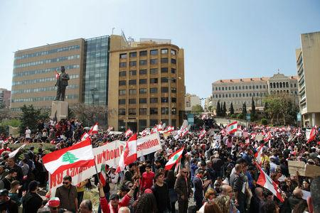 Protesters wave Lebanese national flags during a demonstration against proposed tax increase, in front of the government palace in Beirut, Lebanon March 19, 2017. REUTERS/Alia Haju