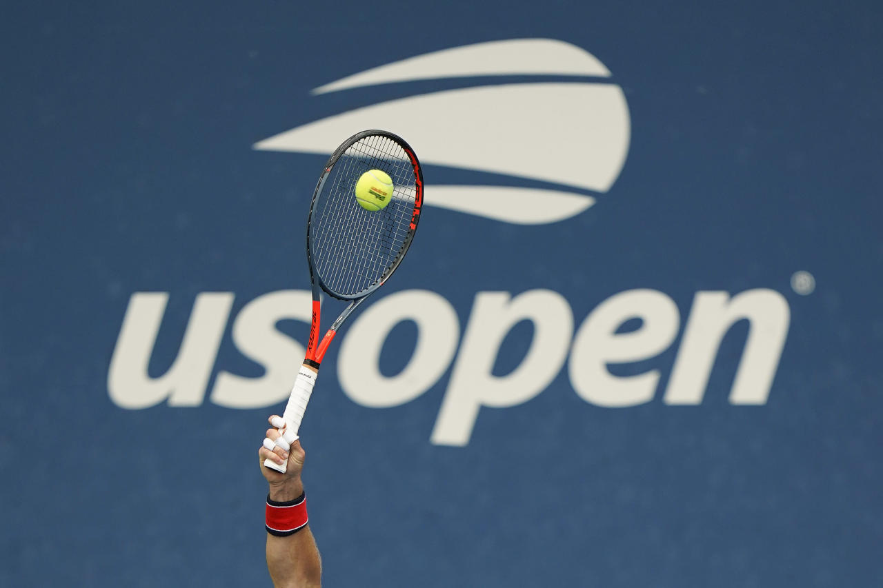 The Latest Williams Sisters Murray Lead Day 2 At Us Open
